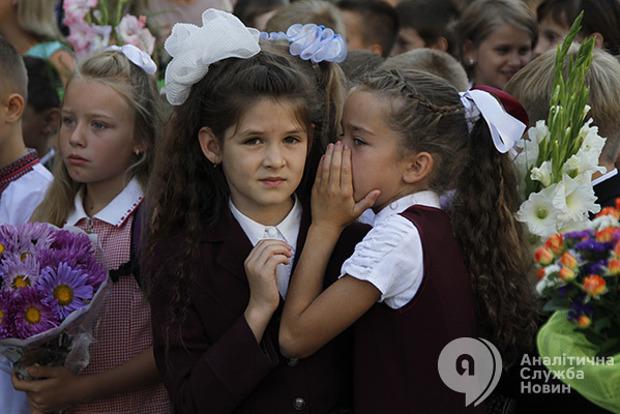 В школе Мелитополя девочка из 8-го класса организовала группу вымогателей денег