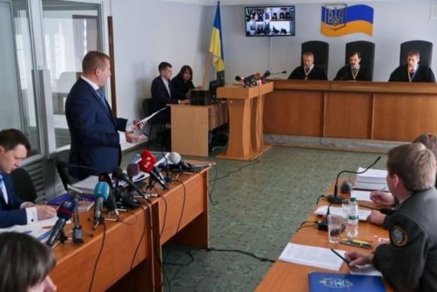 Адвокат Януковича попросил оплатить ему поездку к клиенту в Россию
