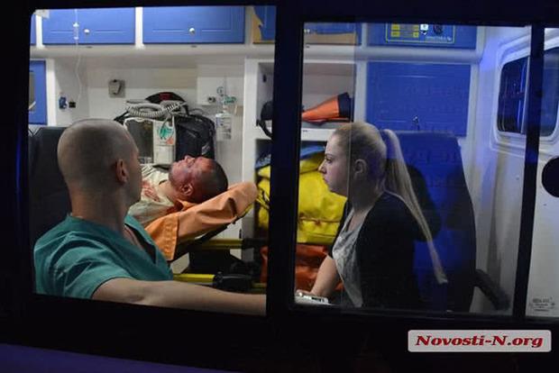 В Николаеве в мужчину всадили несколько пуль. Никто из прохожих не оказал помощь