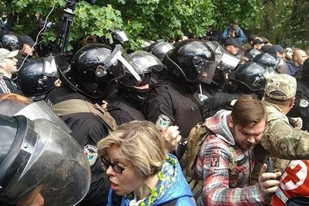 Фейерверк под пуленепробиваемый жилет: Ульрас в Днипре устроили массовую потасовку