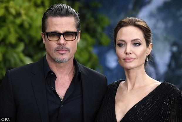 Не при смерти. Появившаяся на публике с дочерьми Джоли поразила стильным луком