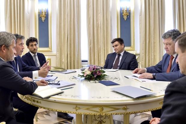 Порошенко: Необходимо объединить усилия для продвижения интересов Украины в мире
