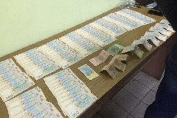 В Днепропетровской области прокурор погорел на взятке