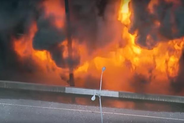 В американском городе Атланта из-за сильнейшего пожара рухнула часть эстакады