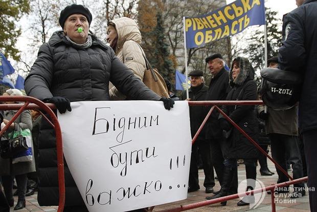 День протестов: почему чернобыльцы и преподаватели митинговали под Радой