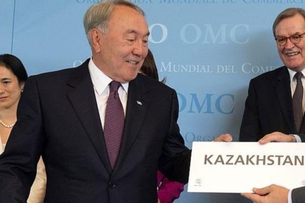 Казахстан отстраняется от России: страна официально переходит на латиницу