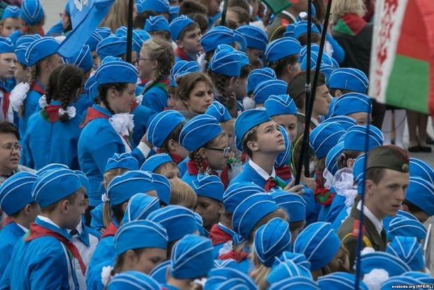В Минске вспомнили СССР: в пионеры приняли 95 школьников