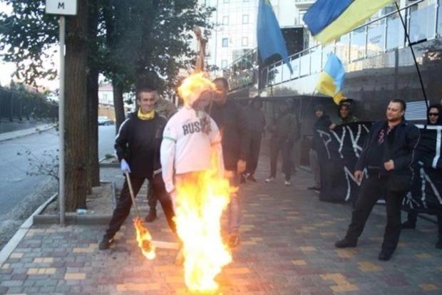 Чучело Путина повесили и сожгли в Одессе