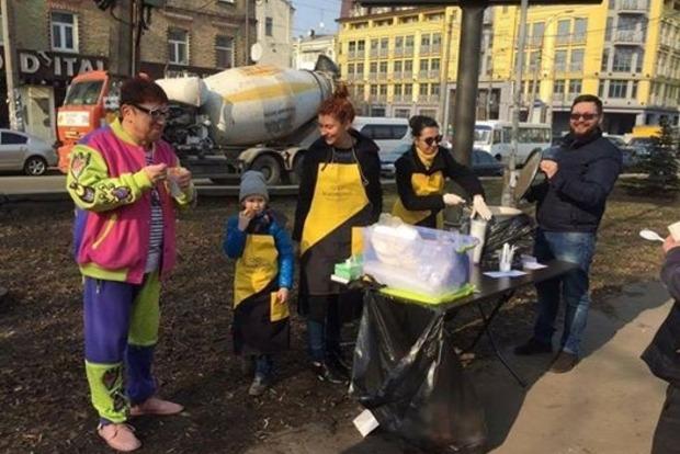 В Киеве открыли точку питания для пенсионеров