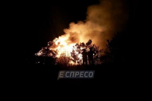 ВКиеве дотла сгорел ресторан наводе