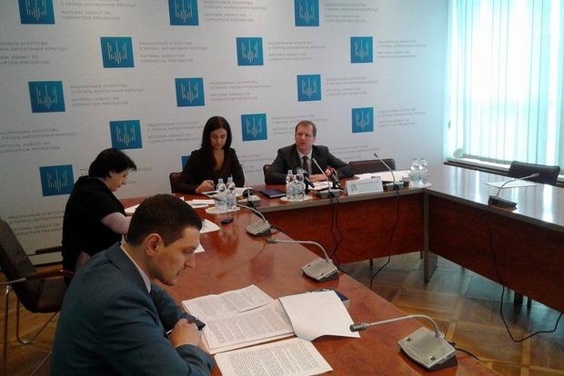 2500 чиновников прислали декларации с опозданием - НАПК