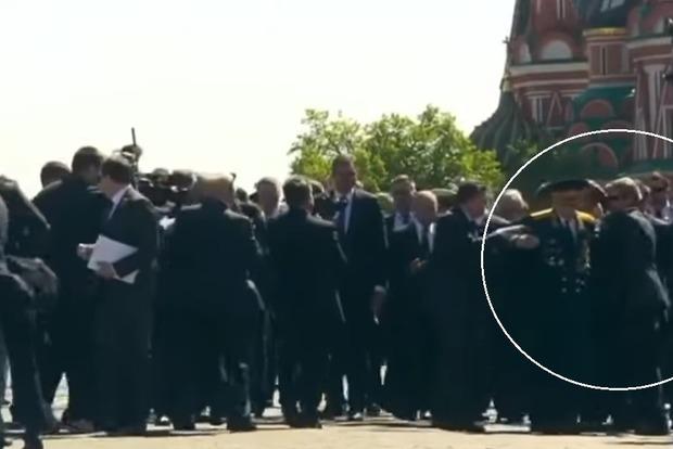 Охрана Путина жестоко оттащила ветерана с его пути