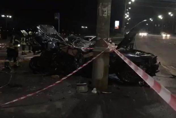 Машина летела в воздухе: На Московском мосту в Киеве случилось жуткое ДТП