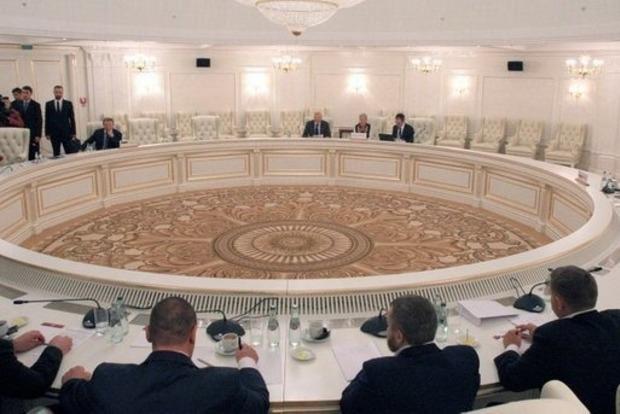 Украина в Минске требует видеоконференцию из-за боевиков