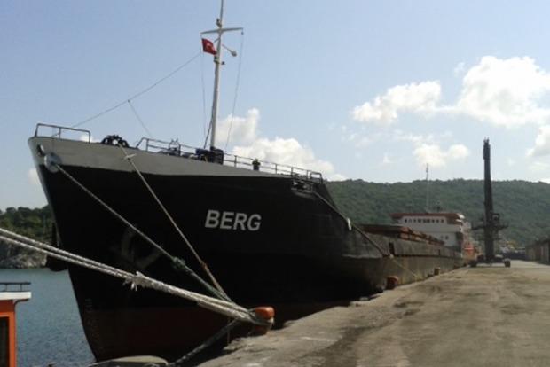 Судно с украинцами тонет в Черном море