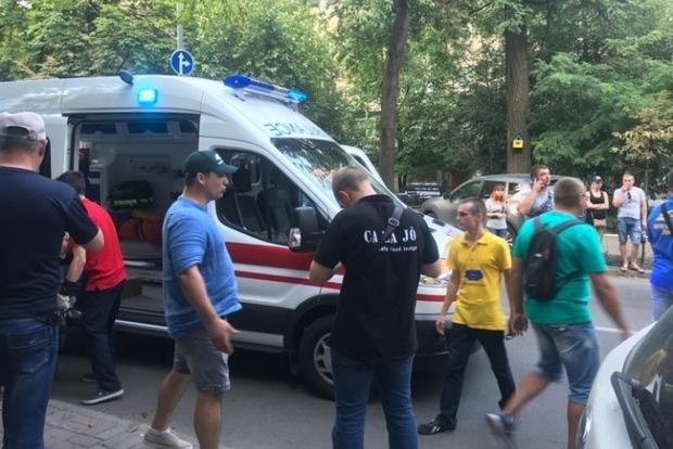 Євробляхери заблокували виходи з Ради. У центрі Києва - бійка