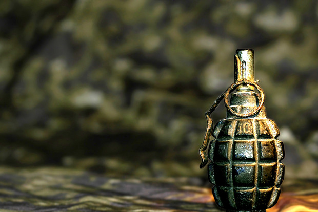 Военный подорвал гранату в жилом доме в Ровно