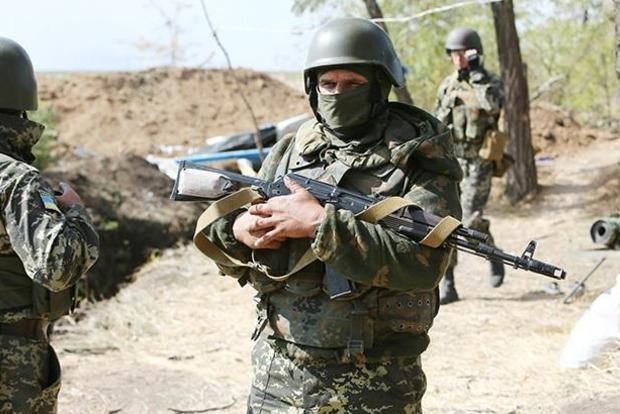Враг 15 раз обстрелял позиции ВСУ, погиб один военный