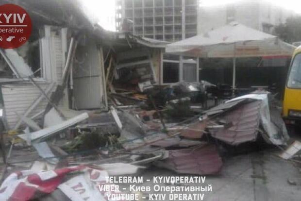 В Киеве снесли МАФ вместе с посетителями, есть пострадавшие