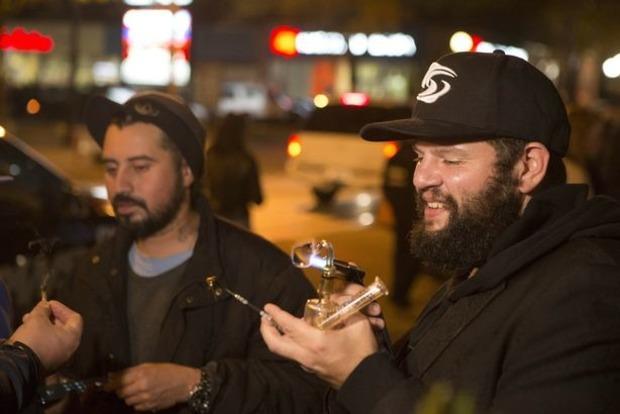 В первый день продажи марихуаны к канадским аптекам выстроились километровые очереди
