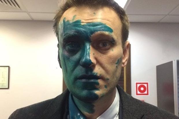 В сети появилось видео нападения на Навального с зеленкой