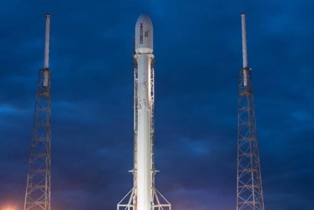 Falcon 9 успешно вывела на орбиту спутник связи