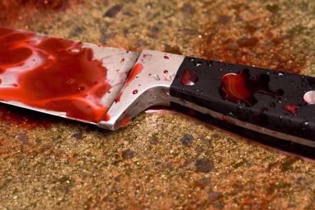 В Днипре парень изрезал ножом 15-летнюю девушку из-за ревности