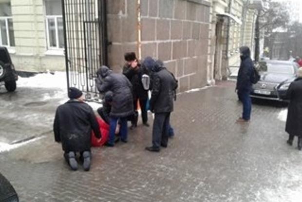 Киев из-за дождя моментально покрылся опасным льдом