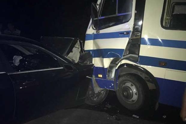 Под Одессой пьяный на BMW протаранил автобус, есть пострадавшие
