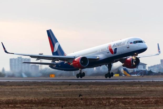 Самолет, летевший из России в Тунис, экстренно развернулся над Черным морем