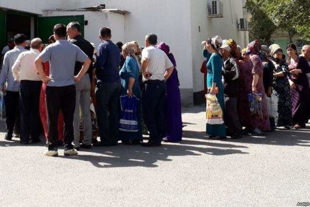 У Туркменістані починається голод: хліб продають по паспорту