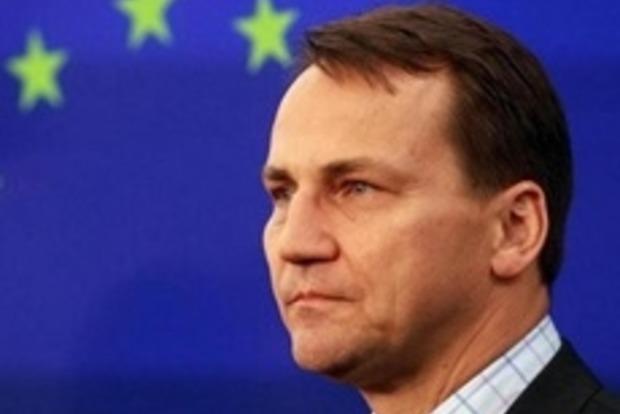 Сикорский: На границе Запада с Украиной должно быть противотанковое вооружение