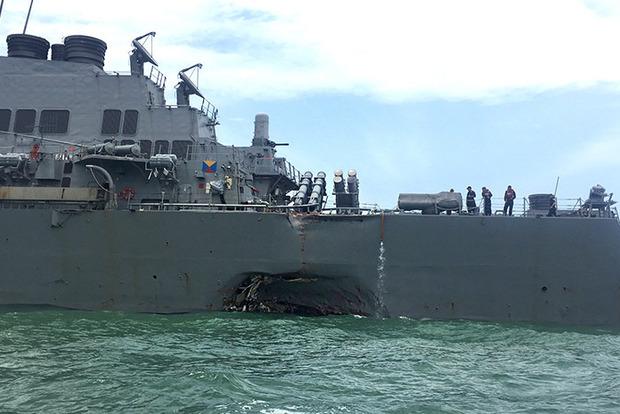 Столкновение эсминца с танкером США: появились детали
