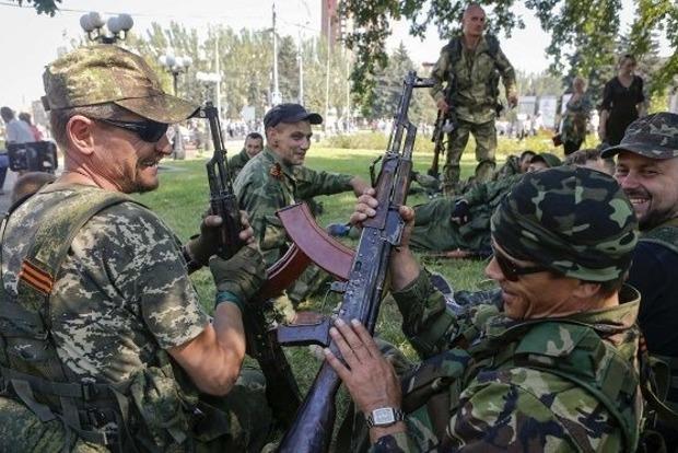 В Донецке боевики избили местного жителя и отобрали пакеты с едой