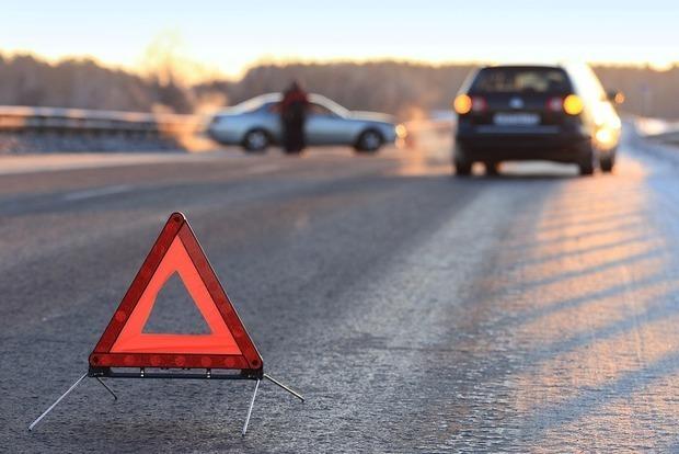 Во Львове ребенок попал под колеса машины во время катания на санках