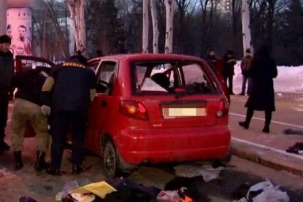 В оккупированном Донецке подорвали автомобиль: появилось видео