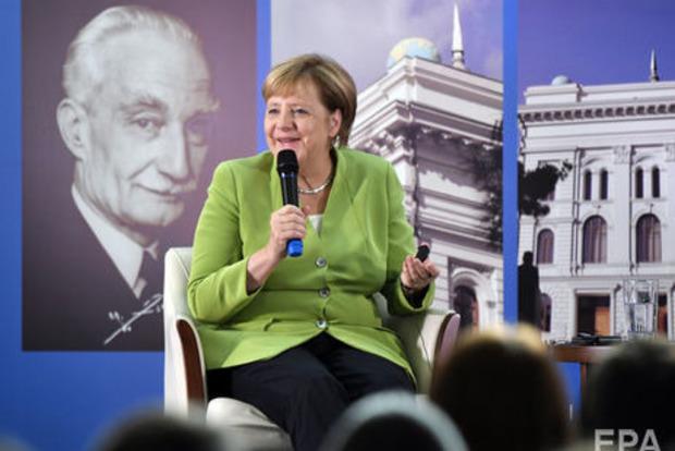 Україна може стати членом ЄС через 10 років - Меркель