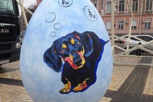 В КГГА заявили, что не обязаны охранять яйца на Софийской площади
