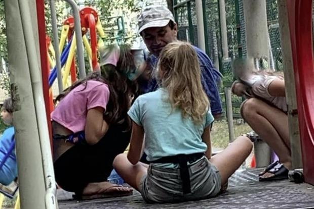 По Киеву гуляет педофил. Что нужно объяснить ребёнку, чтобы он не стал жертвой похищения или насилия?