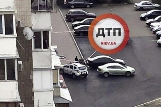 В Киеве ребенок выпал из окна