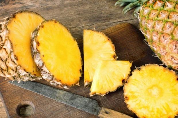 Врачи доказали, что ананас помогает от болей в спине