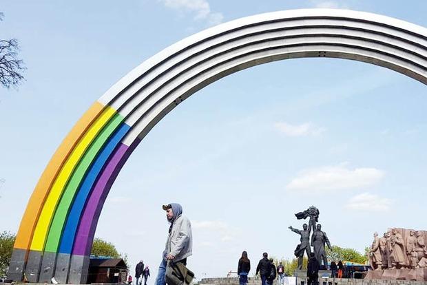 Скандальную Арку дружбы народов к «Евровидению» украсят орнаментом