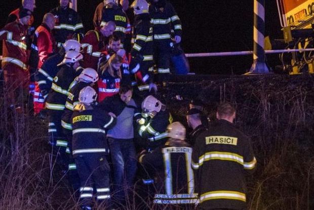 В Словакии поезд врезался в локомотив: 18 пострадавших
