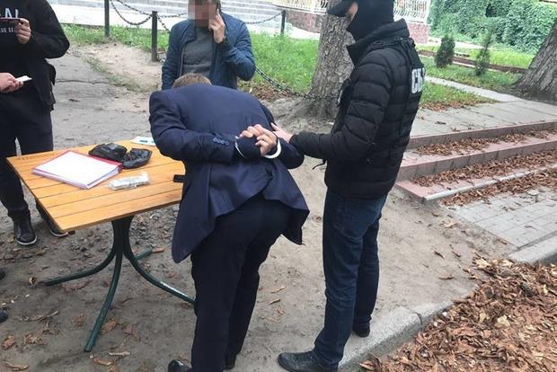 Киевский чиновник требовал от церкви взятку за землю на кладбище