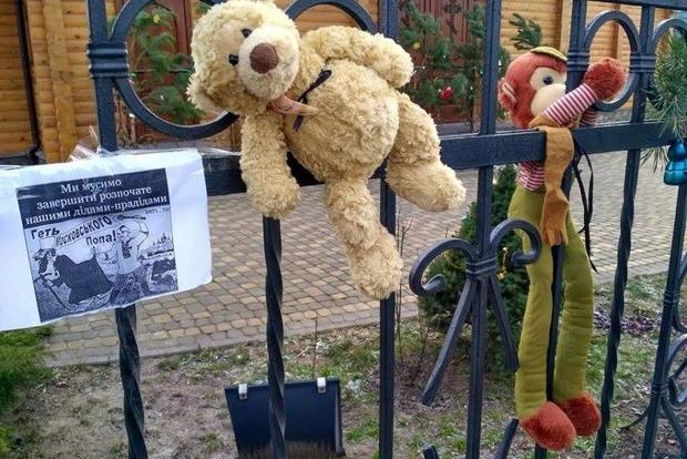 Около церкви Московского патриархата избили ветерана АТО, который принес кхраму игрушку,