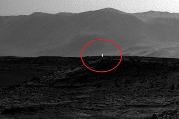 Уфологи разглядели привидение на Марсе