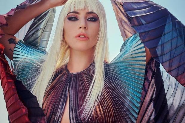Леди Гага снялась в горячей фотосессии для глянца
