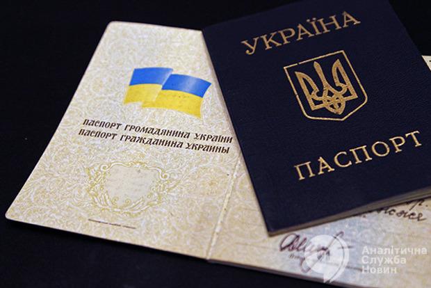 Прошел первое чтение закон, позволяющим украинцам сменить отчество на матчество