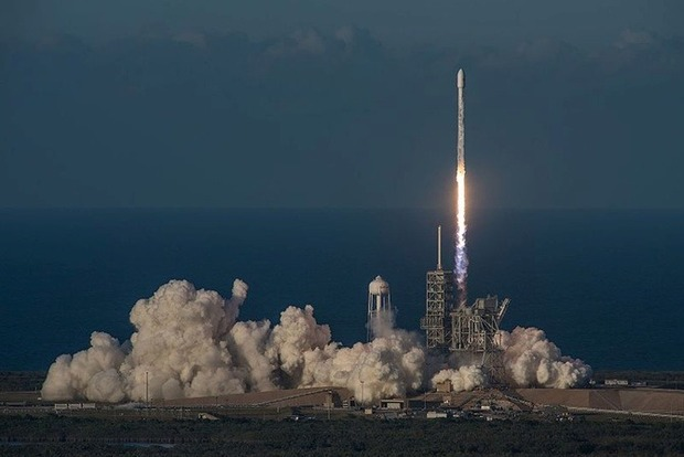 SpaceX запустила спутник, обеспечивающий в самолетах Wi-Fi