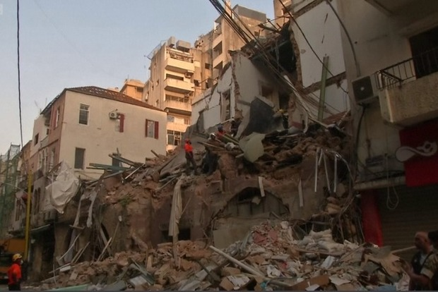 Невероятно, но в Бейруте из под завалов возможно спасут еще одного живого. Через месяц.